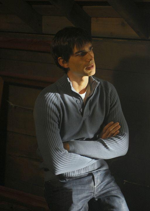 Henry (Christopher Gorham) wollte eigentlich ein glückliches Fest mit all seinen Freunden feiern, doch nach und nach entwickelt sich die Feier zum... - Bildquelle: 2009 CBS Studios Inc. All Rights Reserved.