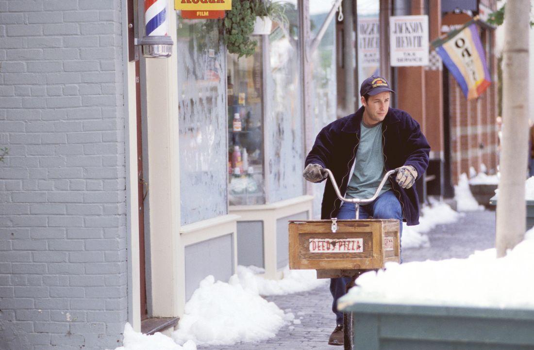 Mr. Deeds (Adam Sandler) ist ein netter, liebenswerter Typ, der ein einfaches, aber erfülltes Leben in einer Kleinstadt von New Hampshire führt. D... - Bildquelle: 2003 Sony Pictures Television International. All Rights Reserved.