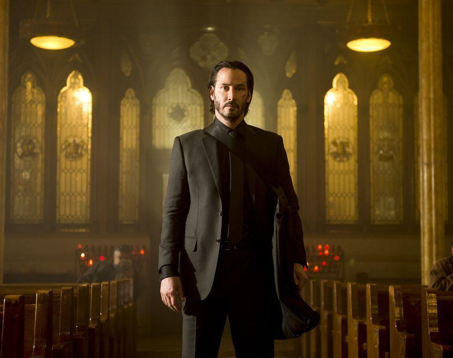 Eine kompromisslose Killermaschine auf Rachefeldzug, die sich auch nicht scheut, ihre Gegner in einer Kirche auszumerzen: John Wick (Keanu Reeves) ... - Bildquelle: 2014 SUMMIT ENTERTAINMENT, LLC. ALL RIGHTS RESERVED.