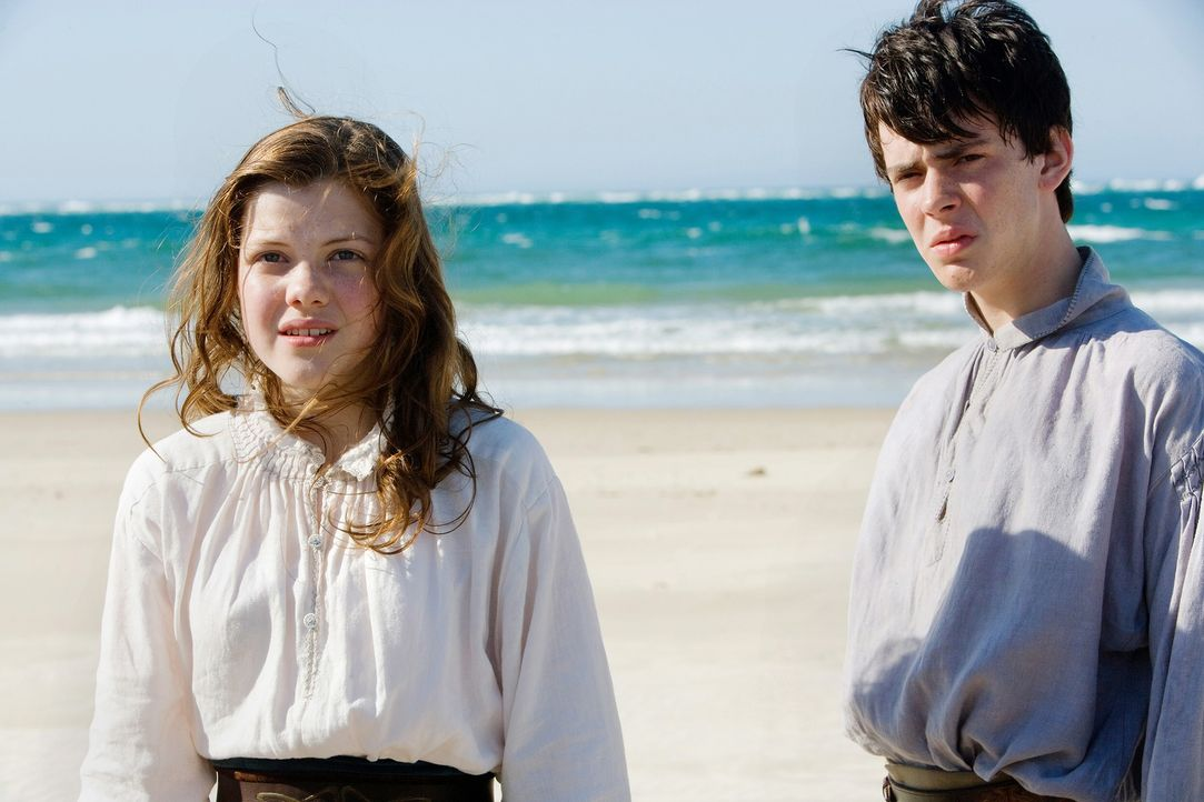 Edmund (Skandar Keynes, r.) und Lucy (Georgie Henley, l.) müssen erneut ein unglaublichesund sehr gefährliches  Abenteuer im fernen Reich Narnia bes... - Bildquelle: Phil Bray 2009 Twentieth Century Fox Film Corporation and Walden Media LLC. All rights reserved.