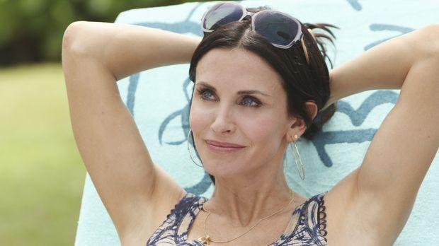 Jules (Courteney Cox) erfährt von Laurie, dass Travis nach Hawaii gefahren is...