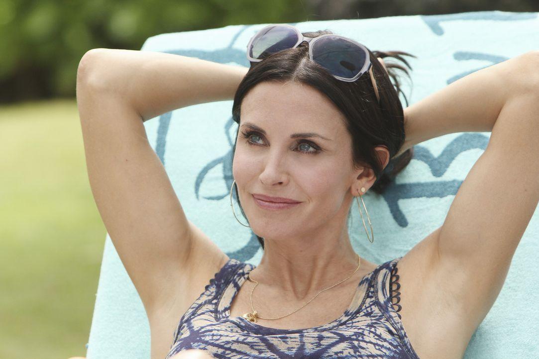 Jules (Courteney Cox) erfährt von Laurie, dass Travis nach Hawaii gefahren ist und ist entsetzt. Sofort erwacht in ihr der Mutterinstinkt, der daf - Bildquelle: 2010 ABC INC.