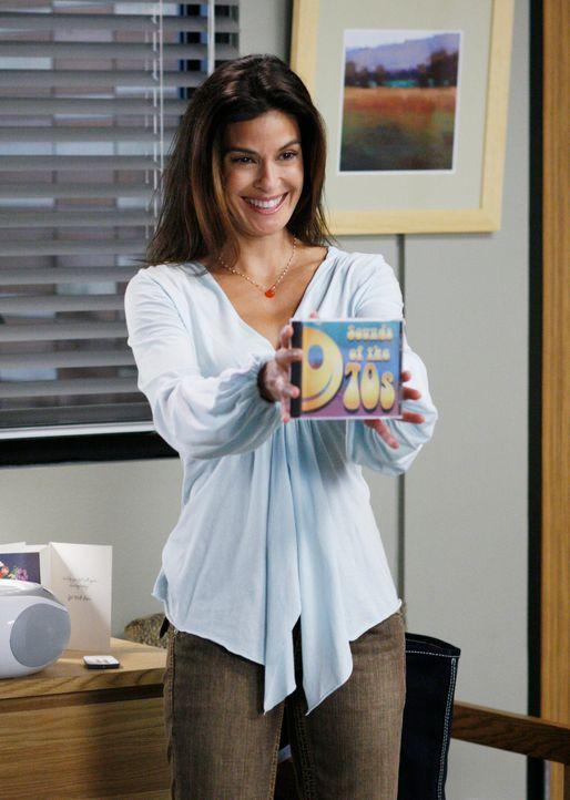 Susan (Teri Hatcher) versucht Mike's Gedächtnis auf die Sprünge zu helfen, doch es gelingt ihr nicht ... - Bildquelle: 2005 Touchstone Television  All Rights Reserved