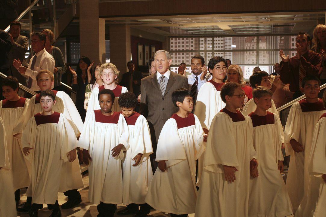 Ein Kinderchor in der Kanzlei und Jordan (Victor Garber, M.) steht mittendrin: Die Visionen von Eli werden immer merkwürdiger ... - Bildquelle: Disney - ABC International Television