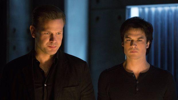Wie wird Damon (Ian Somerhalder, r.) reagieren, als Alaric (Matthew Davis, l....