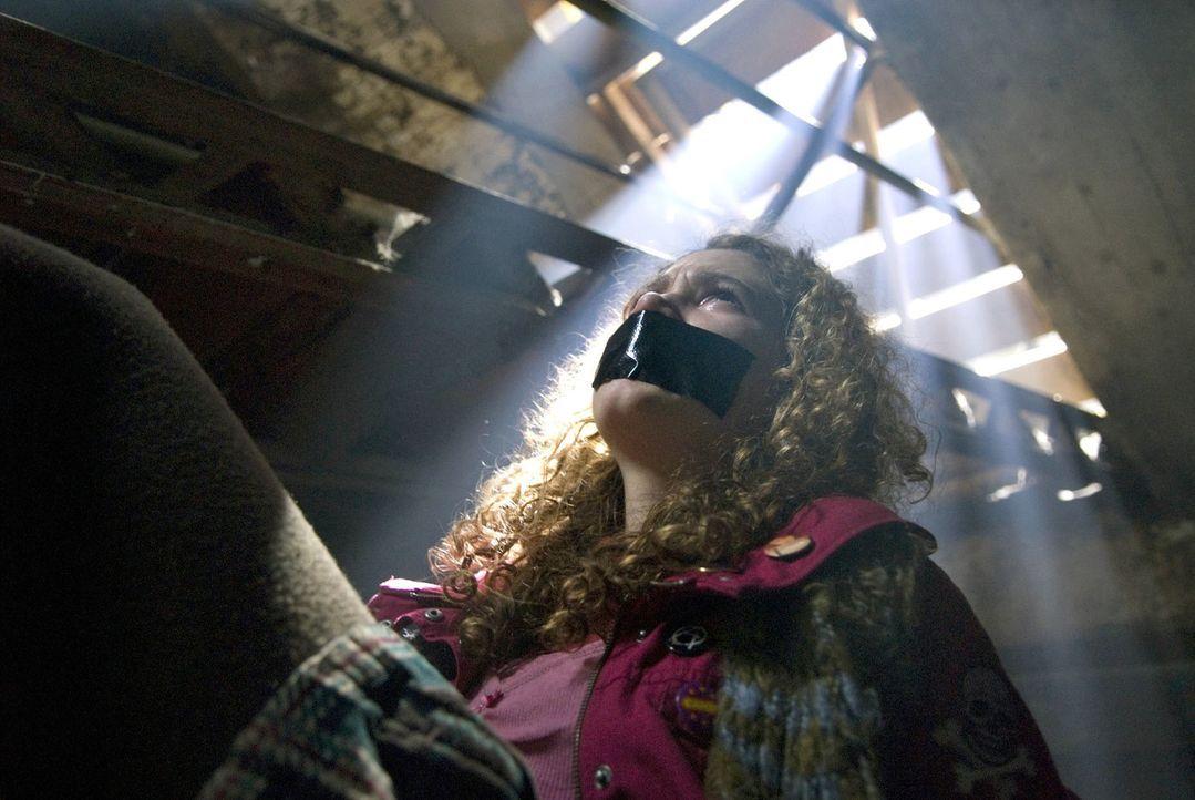 Die entführte Romy (Victoria Scherer) hofft verzweifelt auf Rettung ... - Bildquelle: Martin Menke Sat.1