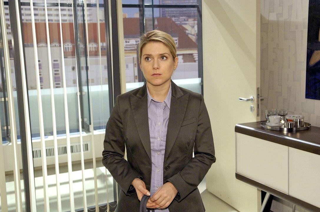 Anna (Jeanette Biedermann) ist leicht überfordert damit, ihr eigenes Team zusammenstellen zu dürfen. - Bildquelle: Claudius Pflug Sat.1