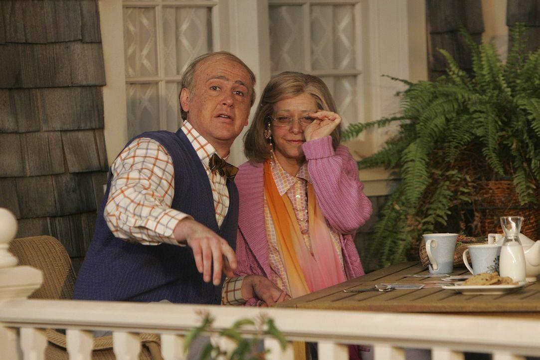 Lily (Alyson Hannigan, r.) stellt sich bei jeder von Teds Freundinnen vor, wie es ist, mit dieser und Marshall (Jason Segel, l.), Ted und ihr selbst... - Bildquelle: 20th Century Fox International Television