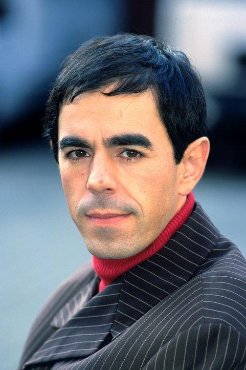 Mark (Oscar Ortega Sanchez) erlebt eine Hochzeit, die nicht stattfindet ... - Bildquelle: Katrin Knoke Sat.1