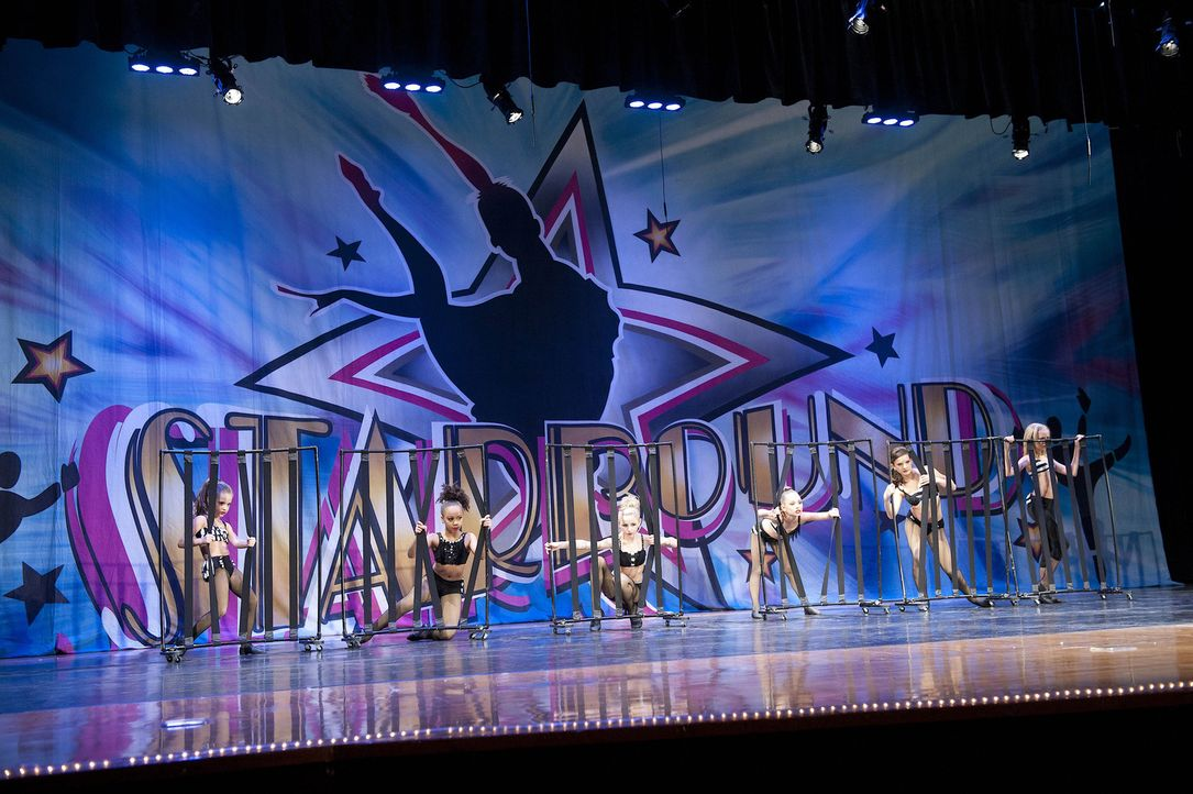 Wie werden sich Abbys Mädels beim Starpound- Tanzwettberb schlagen? - Bildquelle: 2012 A+E Networks