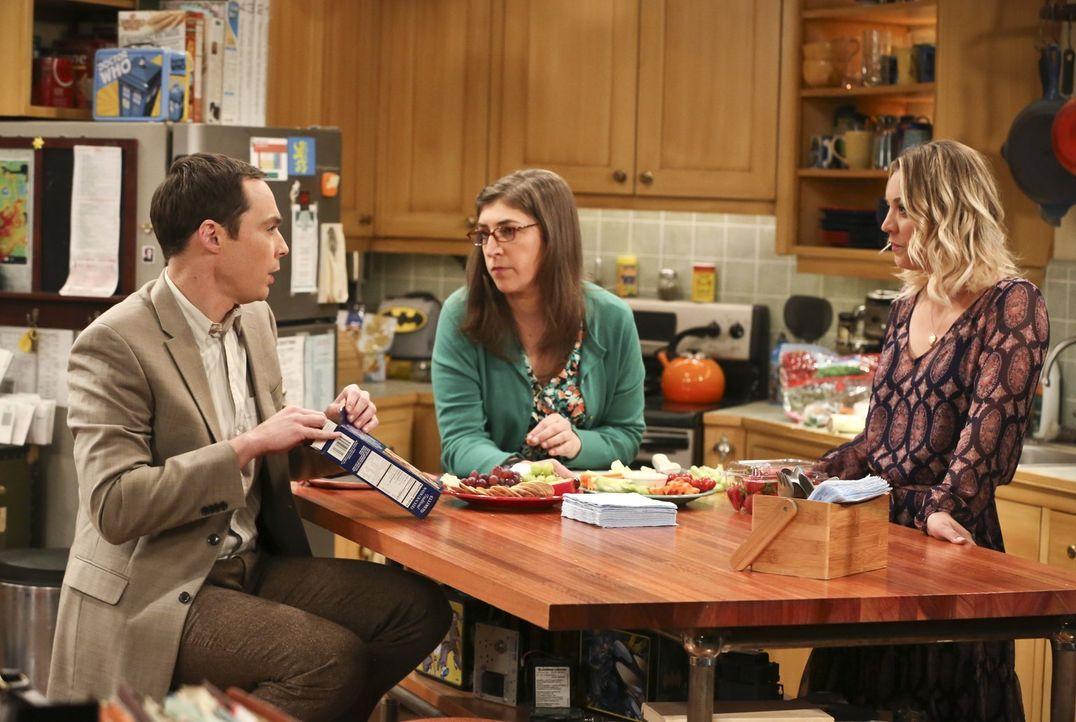 Penny (Kaley Cuoco, r.), Sheldon (Jim Parsons, l.) und Amy (Mayim Bialik, M.) können nicht fassen, mit was für einer Eiseskälte sich Leonards Mutter... - Bildquelle: 2016 Warner Brothers