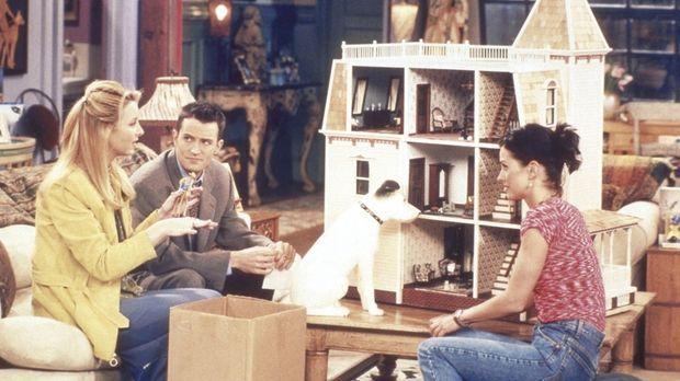 Monica (Courteney Cox, r.) hat von ihrer Tante ein wunderschönes Puppenhaus g...