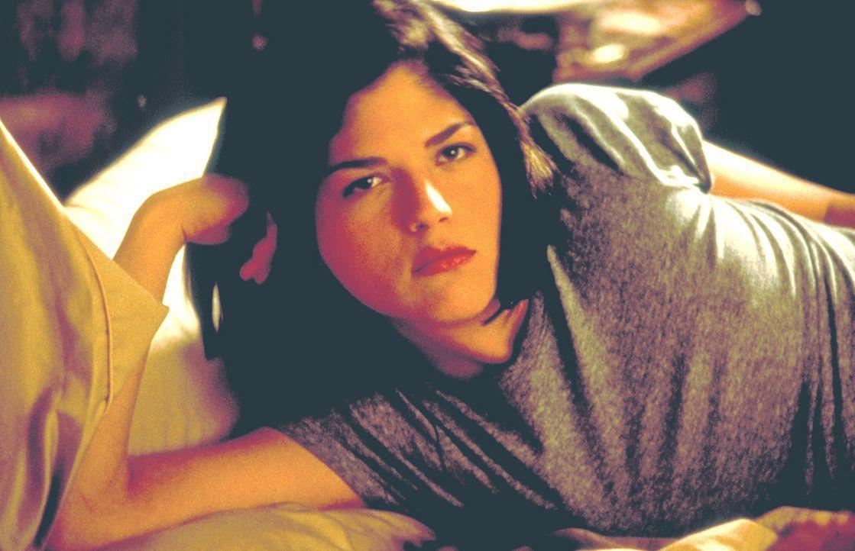 Ein weiteres Opfer der Wette: Die naive Cecile (Selma Blair) lässt sich von Kathryn geschickt manipulieren ... - Bildquelle: Kinowelt Filmverleih GmbH 1998