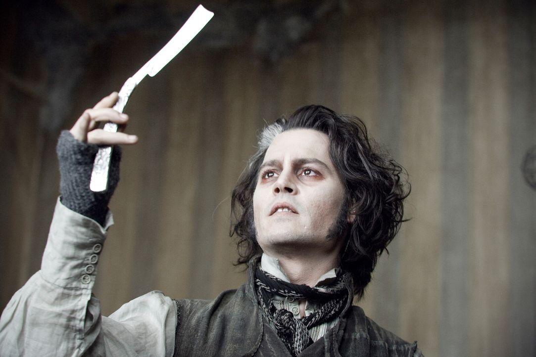 Als der Barbier Sweeney Todd (Johnny Depp) unschuldig ins Gefängnis geworfen wird, schwört er Rache. Aus dem Knast zurückgekehrt, arbeitet wieder al... - Bildquelle: Warner Bros.