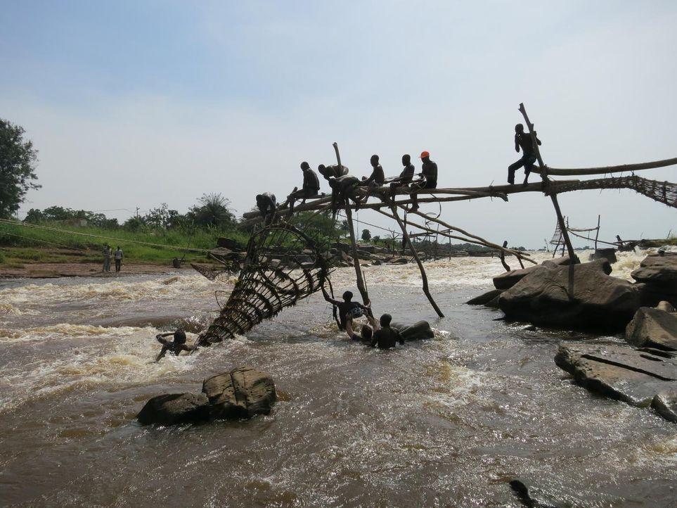 Anthony Bourdain reist in den Kongo. Das Land, das einst durch seine Industrialisierung eine herausragende Rolle in Afrika spielte, droht im Chaos z... - Bildquelle: 2013 Cable News Network, Inc. A TimeWarner Company. All rights reserved.