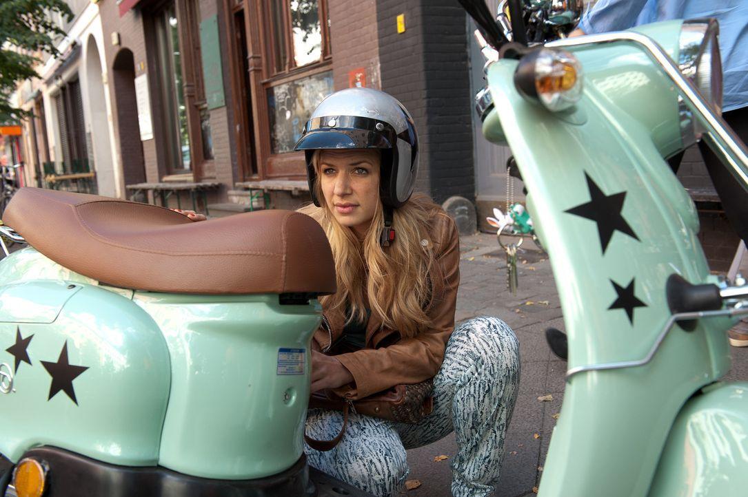Mila (Susan Sideropoulos) lässt sich auf ein Date mit einem Durchschnittsmann ein. Doch kann das gutgehen? - Bildquelle: Oliver Ziebe SAT.1