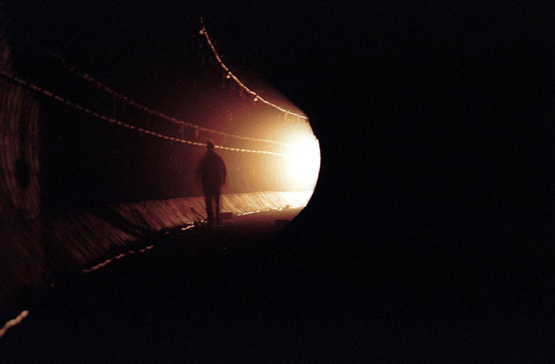 In dem U-Bahnschacht wartet das Grauen ... - Bildquelle: TMG