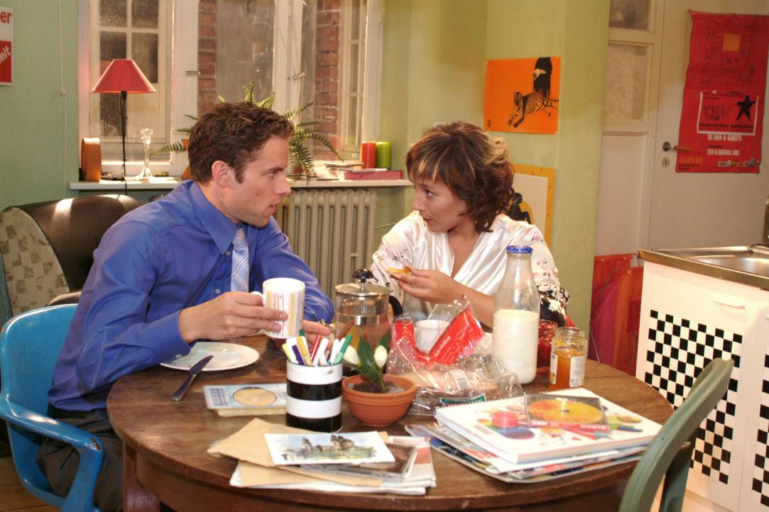 Max (Alexander Sternberg, l.) merkt, dass er mit Yvonne (Bärbel Schleker, r.) keine gemeinsamen Interessen teilt. - Bildquelle: Monika Schürle Sat.1