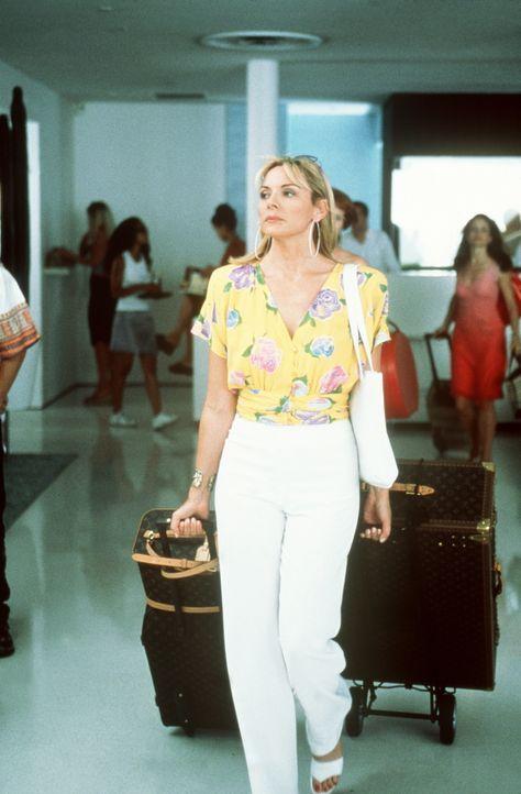 Sam (Kim Cattrall) ist sichtlich erleichtert, das Land des schönen Scheins zu verlassen ... - Bildquelle: Paramount Pictures