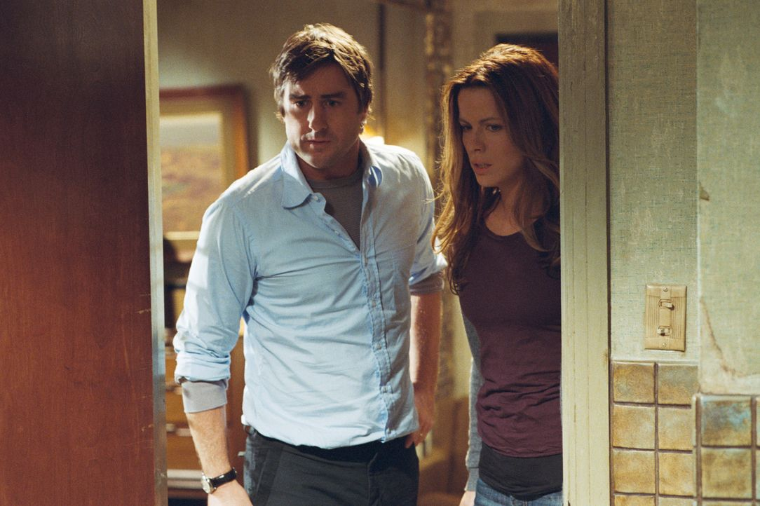Nachdem ihr Auto den Geist aufgegeben hat, ist die Stimmung des in Trennung lebenden Paares Amy (Kate Beckinsale, r.) und David Fox (Luke Wilson, l.... - Bildquelle: 2007 CPT Holdings, Inc. All Rights Reserved. (Sony Pictures Television International)