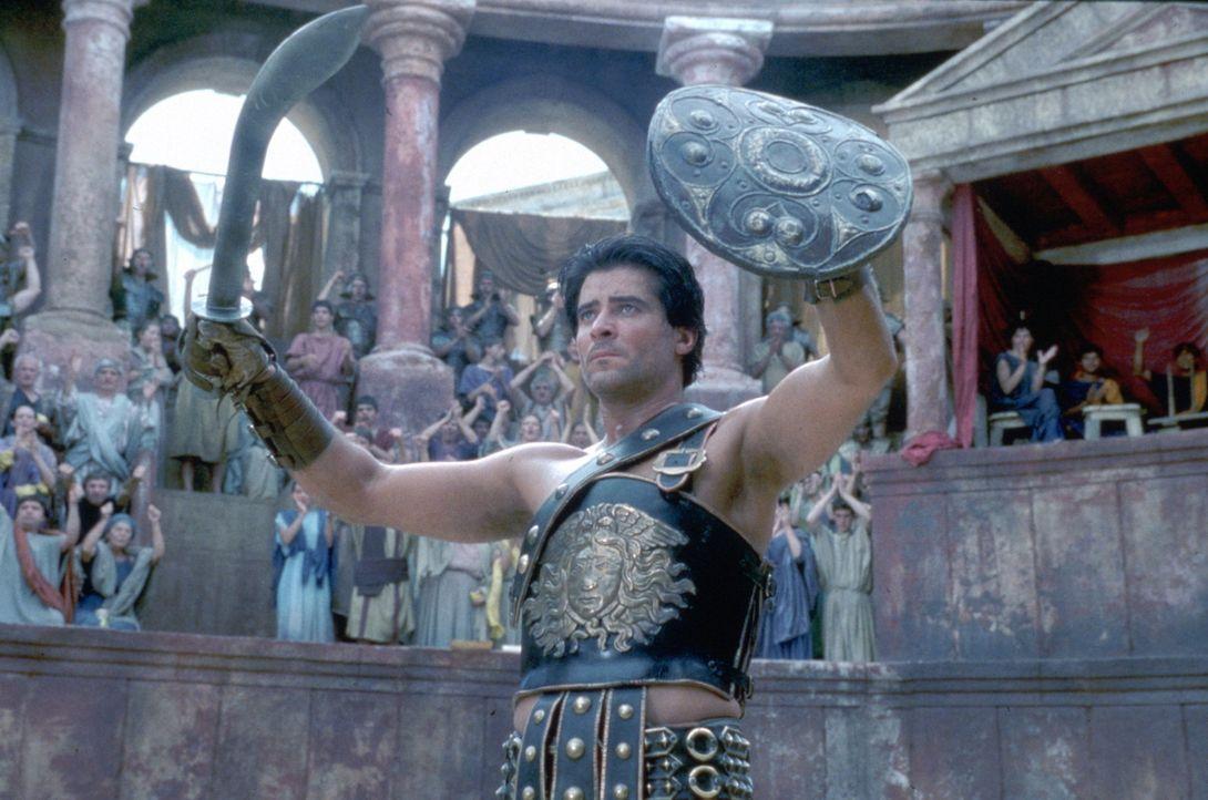 """Sieg! - und Tausende jubeln ihm zu. Doch vor dem Gesetz existiert Spartacus (Goran Visnjic) überhaupt nicht. Sklaven wie er gelten als """"bewegliches... - Bildquelle: USA Network Pictures"""