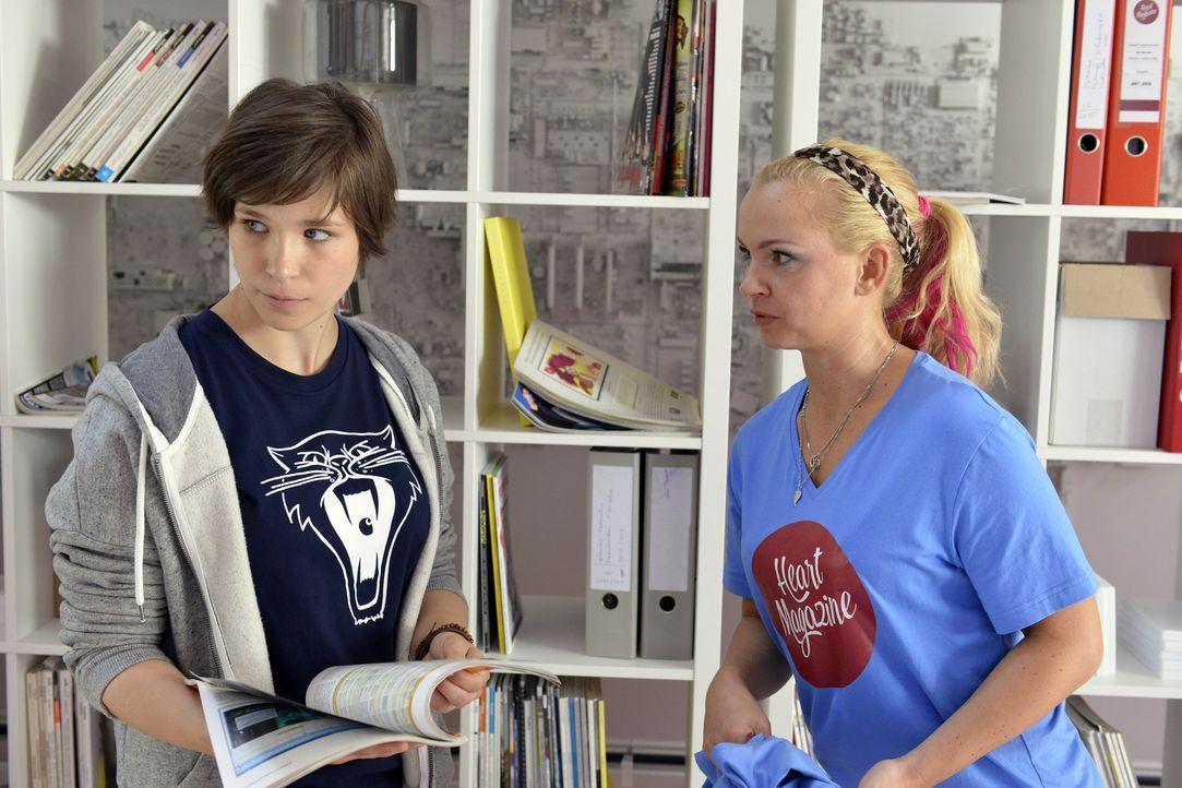 Kann Nadine (Sarah Schindler, r.) die aufgebrachte Kathy (Nika Weckler, l.) beruhigen, damit sie Nils' Abweisung nicht so ernst nimmt? - Bildquelle: Oliver Ziebe SAT.1