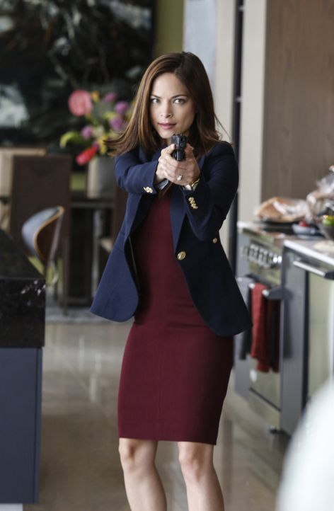 Als ein Mann Deputy Secretary Hills Familie als Geiseln nimmt, um dem Agenten Informationen über Bestien zu entlocken, können Cat (Kristin Kreuk) un... - Bildquelle: Marni Grossman 2016 The CW Network. All Rights Reserved.
