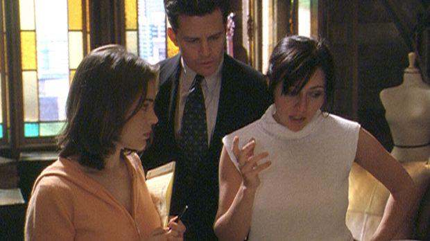 Andy (T. W. King, M.) sucht Rat bei Prue (Shannen Doherty, r.) und Phoebe (Al...