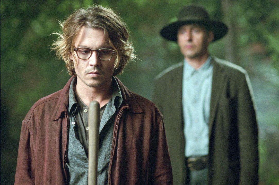 Schon bald muss sich Mort (Johnny Depp, l.) fragen, ob Shooter (John Turturro, r.) lediglich ein Wahnsinniger ist, der Amok läuft, oder ob jemand a... - Bildquelle: Sony Pictures Television International. All Rights Reserved.