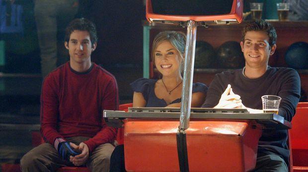 Beim Doppeldate versucht Nick (Bryan Greenberg, r.) seinen Bruder Ronny (Jona...