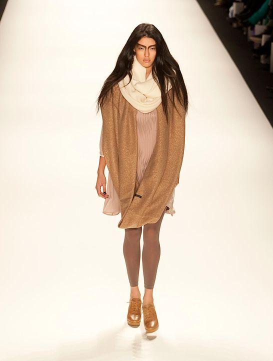 fashion-week-berlin-12-01-18-rebecca-dpajpg 1437 x 1900 - Bildquelle: dpa