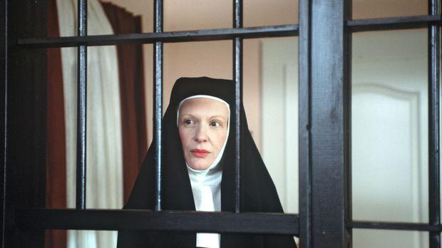 Im Kloster St. Ehrentraud, einem alten, strengen Nonnenorden, soll eine junge...