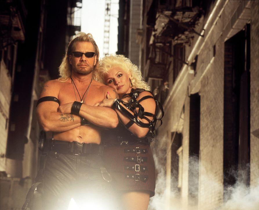 """Toughes Paar: Duane """"Dog"""" Chapman (l.) und seine Frau Beth (r.) sind das bekannteste Kopfgeldjäger-Paar der USA ... - Bildquelle: A+E Television Networks."""