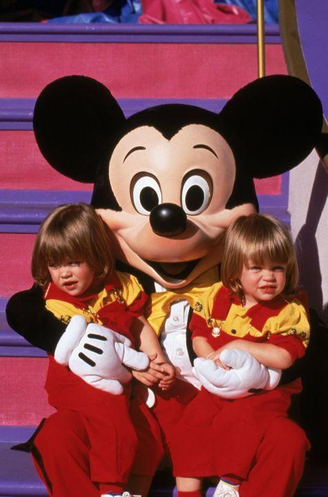 Nick und Alexander (Blake/Dylan Tuomy-Wilhoit) fühlen sich bei Micky Mouse richtig wohl ... - Bildquelle: Warner Brothers Inc.
