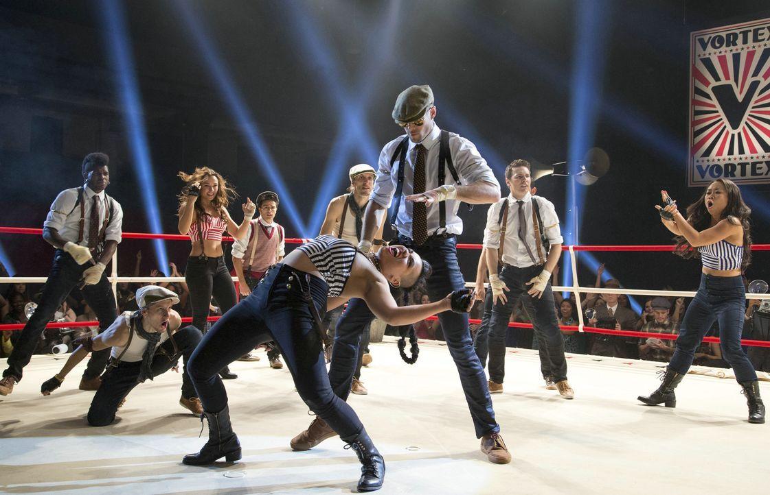 Mit der LMNTRX-Crew hat Sean eine Gruppe aus den besten Tänzern der Welt zusammengestellt. Doch reicht das aus, damit die Tänzer rund um Violet (Par... - Bildquelle: 2014 Constantin Film Verleih GmbH.