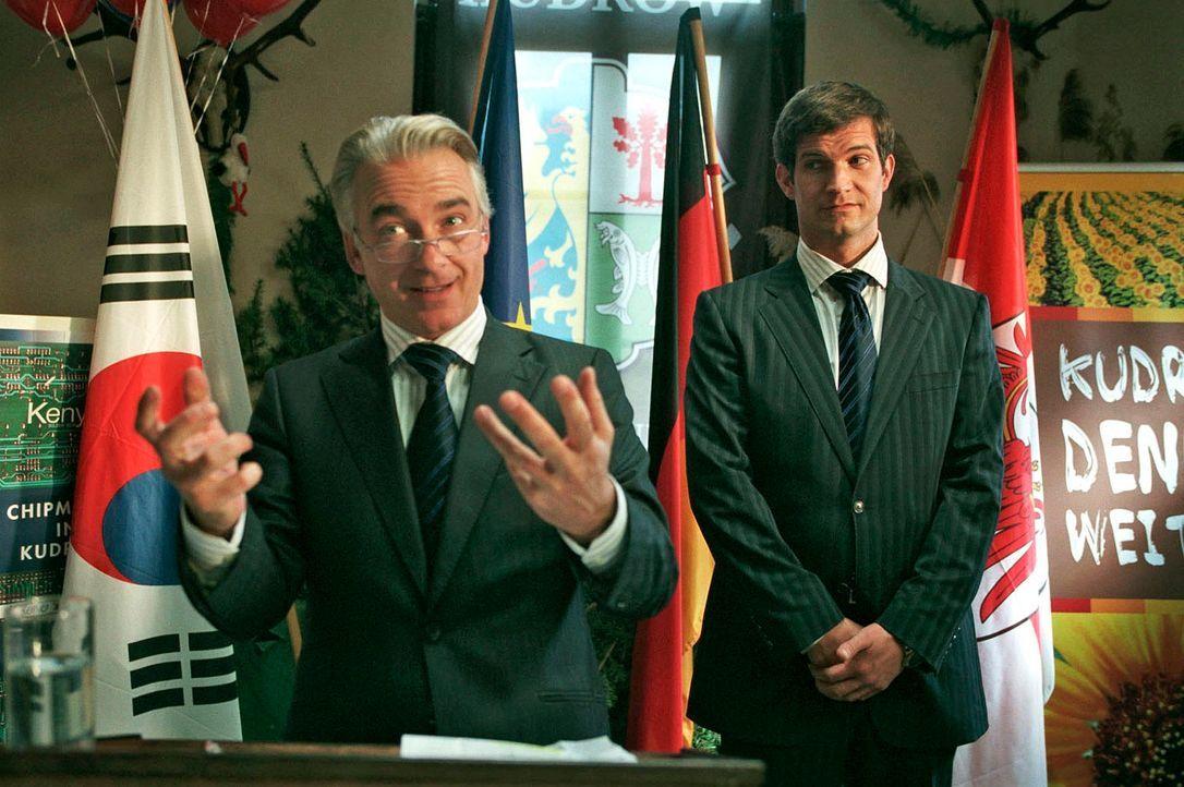 Johannes (Christoph M. Ohrt, l.) und Ulf (Simon Böer, r.) buhlen um die Gunst der Gemeinde. - Bildquelle: Hardy Spitz Sat.1