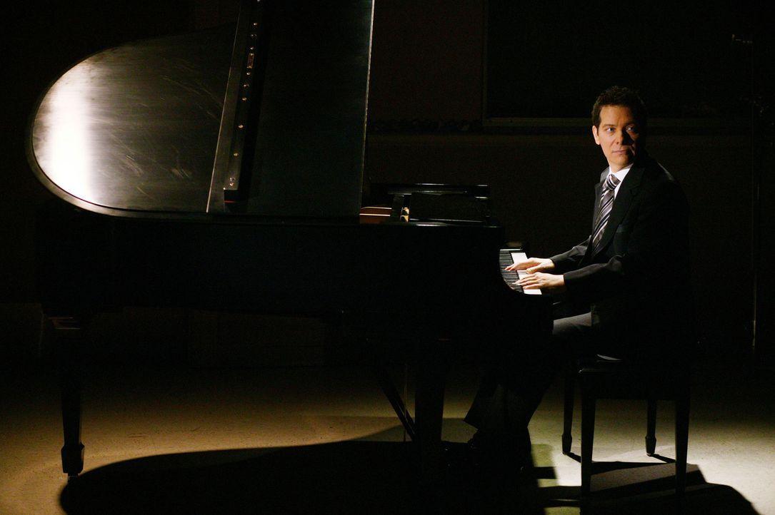 Bei Mr. Feinstein (Michael Feinstein) wird das Nachsitzen zur Freizeitbeschäftigung. Er scheint die Schüler auf seine eigene Art und Weise zu insp... - Bildquelle: The WB Television Network