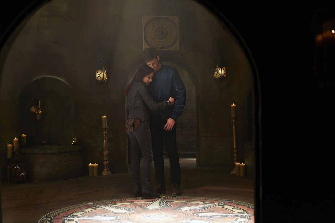 Hat die Liebe zwischen Paige (Tommie-Amber Pirie, l.) und Nick (Steve Lund, r.) noch eine Chance? - Bildquelle: 2015 She-Wolf Season 2 Productions Inc.