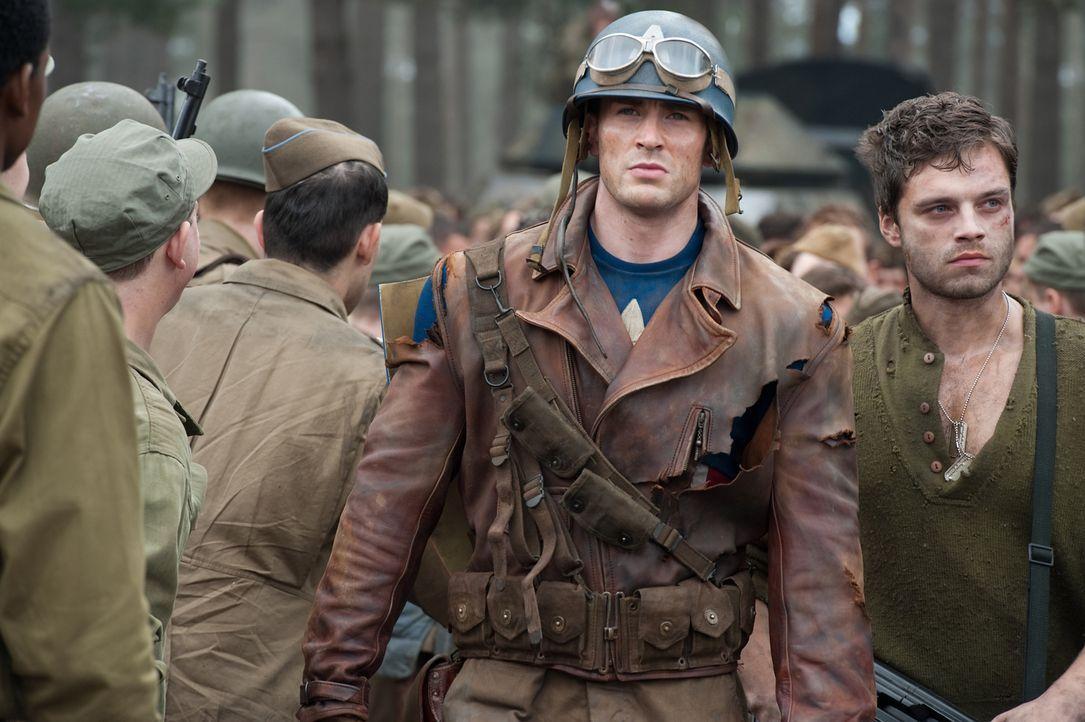 Als Steve Rogers (Chris Evans, 2.v.r.) erfährt, dass sein Freund Bucky (Sebastian Stan, r.) und einige seiner Kameraden in Gefangenschaft geraten si... - Bildquelle: TM &   2011 Marvel Entertainment, LLC & subs. All Rights Reserved.