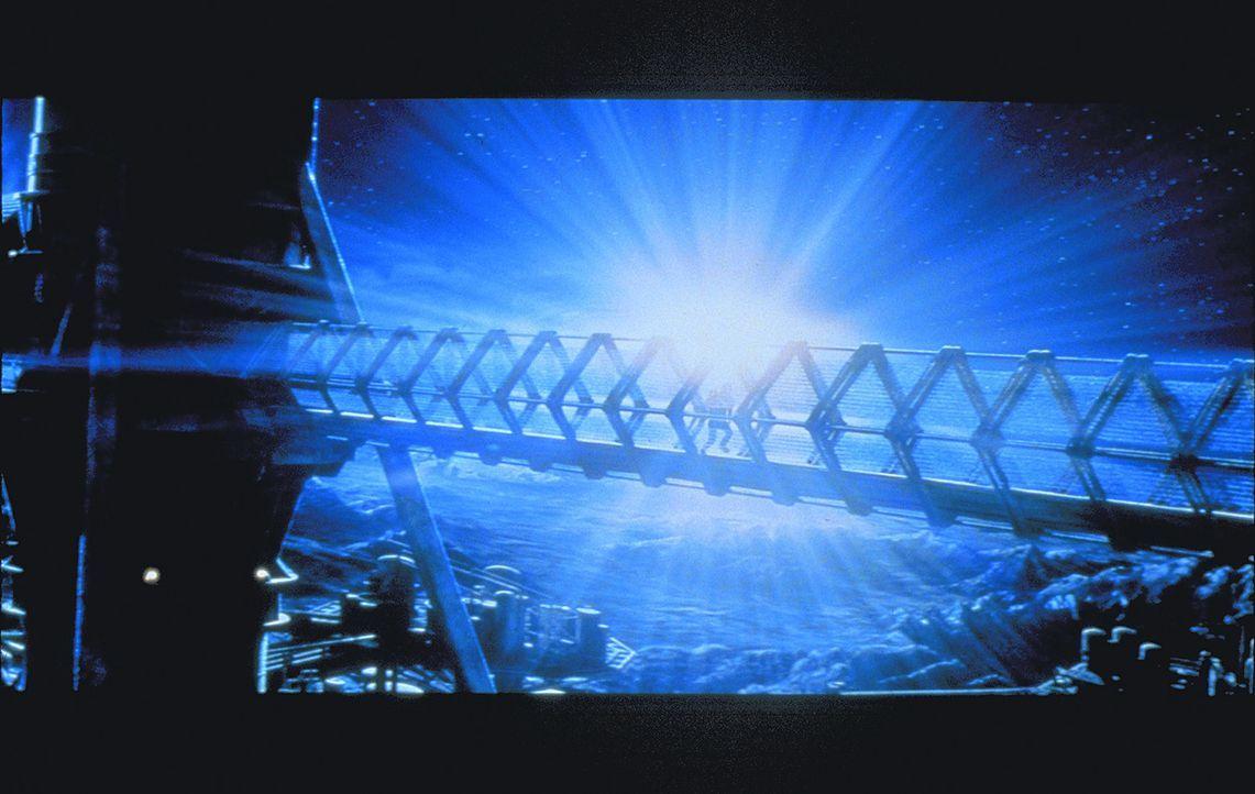 In den Weiten des Universums sorgt die Crew des Sanitätsraumschiffs Nightingale 229 für Sicherheit ... - Bildquelle: Metro-Goldwyn-Mayer