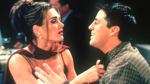 Die bildhübsche Erica (Brooke Shields, l.), ein Fan von Joey (Matt LeBlanc, r...