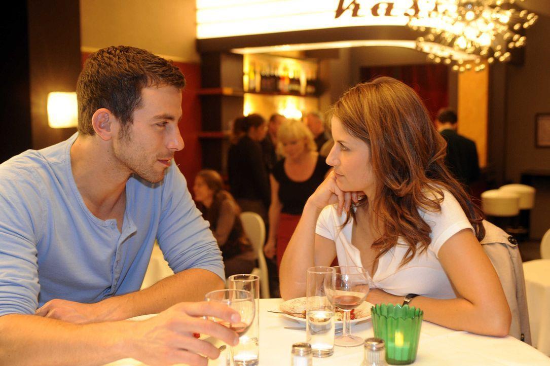 Bea (Vanessa Jung, r.) hat Ben deutlich gemacht, dass zwischen ihnen nichts mehr laufen wird, stattdessen trifft sie sich mit Michael (Andreas Janck... - Bildquelle: Christoph Assmann SAT.1
