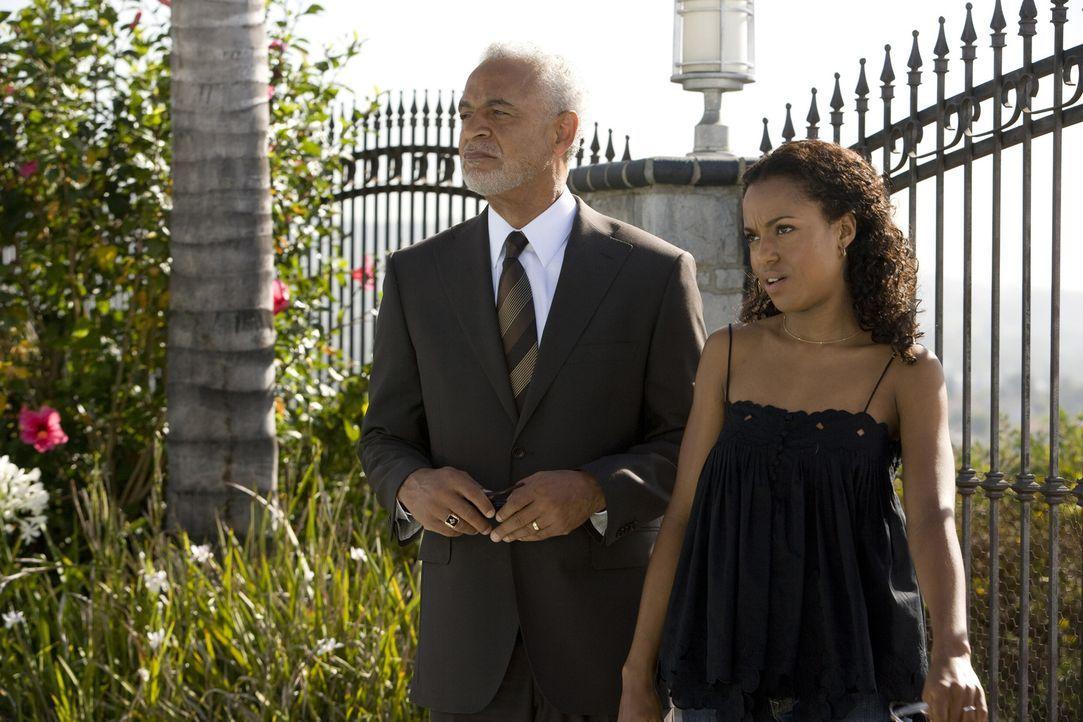 Lisas (Kerry Washington, r.) Vater Harold (Ron Glass, l.) ist begeistert von dem neuen Haus seiner Tochter. Doch schon bald schlägt er einen Verkauf... - Bildquelle: 2007 Screen Gems, Inc. All Rights Reserved.