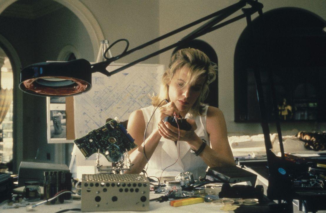 Um ihrem ehemaligen Gangster Kumpel eins auszuwischen, tüftelt Karen McCoy (Kim Basinger) einen ganz speziellen Plan aus ... - Bildquelle: Universal Pictures