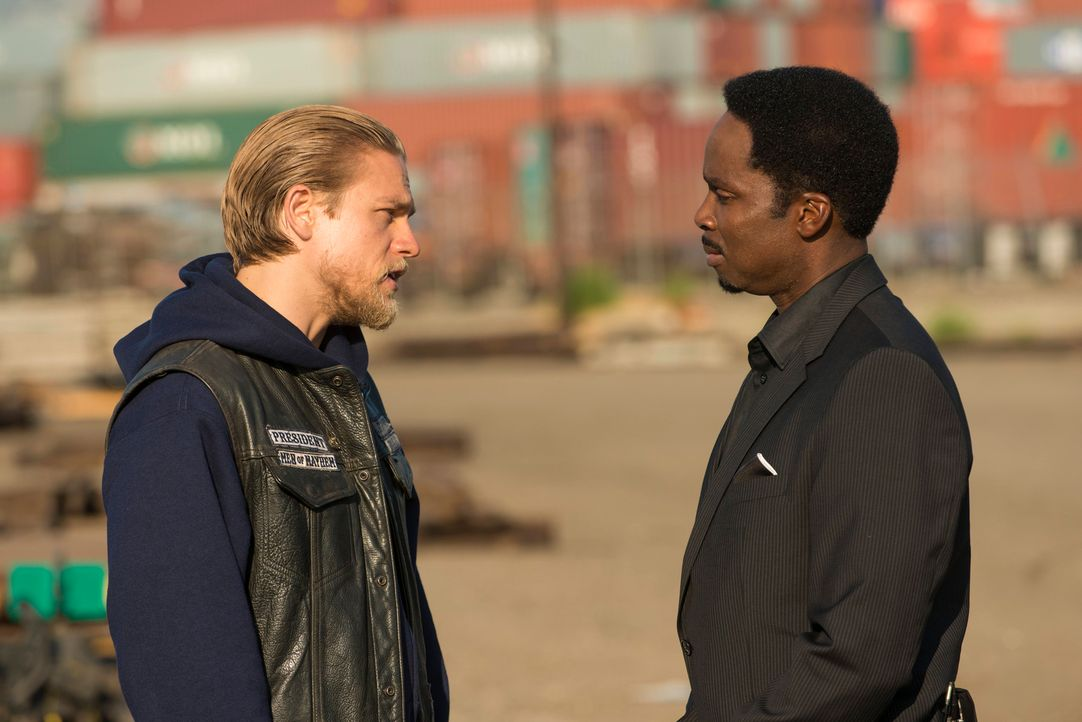 Die Differenzen zwischen Jax (Charlie Hunnam, l.) und Pope (Harold Perrineau, r.) steigern sich ins Unermessliche ... - Bildquelle: 2012 Twentieth Century Fox Film Corporation and Bluebush Productions, LLC. All rights reserved.