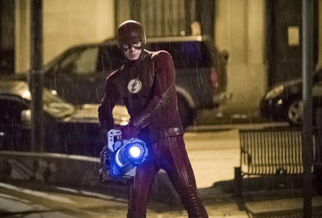 Barry alias The Flash (Grant Gustin) glaubt, endlich eine Waffe gegen Savitar gefunden zu haben, doch ist er dieses Mal seinem Zukunfts-Ich wirklich... - Bildquelle: 2016 Warner Bros.