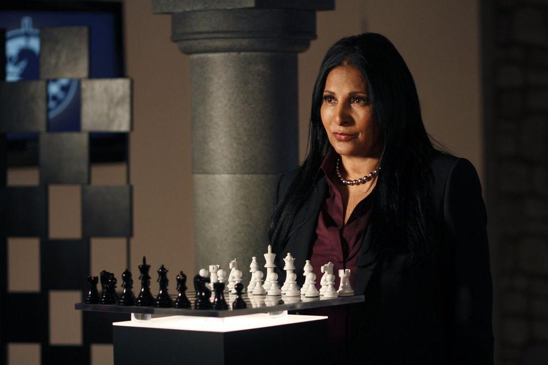Wird die Regierungsarbeiterin Amanda Waller (Pam Grier) ihren Plan durchziehen können und Green Arrow demaskieren? - Bildquelle: Warner Bros.