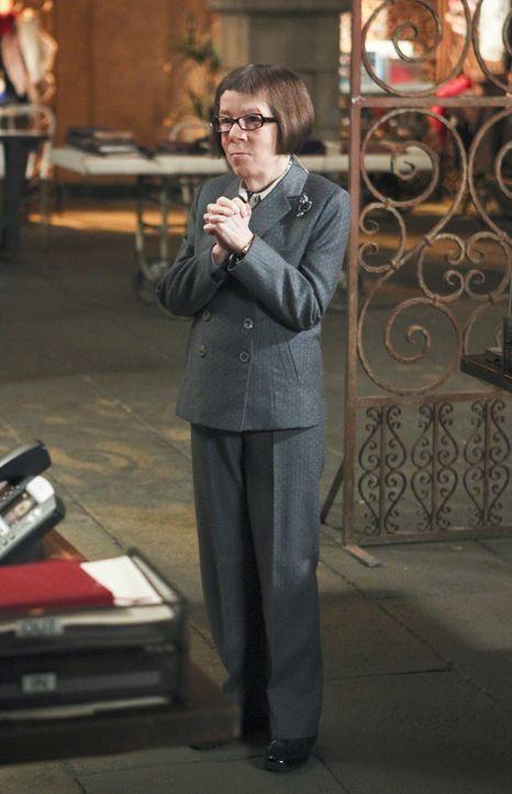 Als ein Undercover-Agent auffliegt und von einer Gang hingerichtet wird, müssen Hetty (Linda Hunt) und ihr Team den Maulwurf so schnell wie möglich... - Bildquelle: CBS Studios Inc. All Rights Reserved.