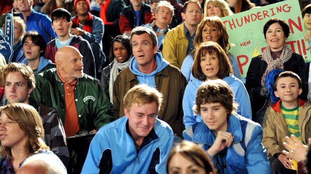 Während Mike (Neil Flynn, mittlere Reihe 2.v.l.), Frankie (Patricia Heaton, m...