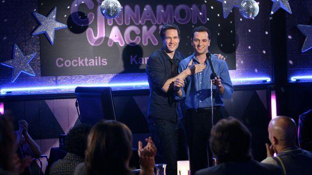 Mit einem Auftritt in der Karaoke-Bar erobert Kevin Walker (Matthew Rhys, r.)...
